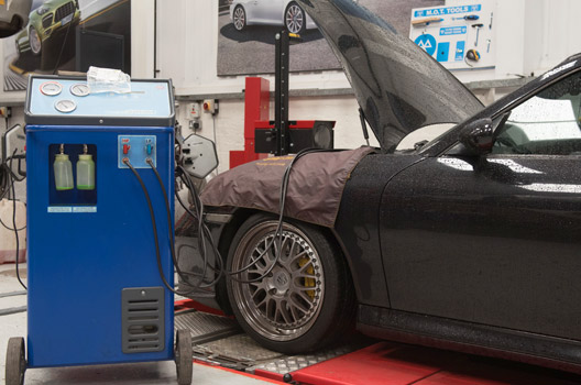 Porsche MOTs and servicing in Birmingham